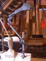 アンティーク 1920'S 1930'S industrial インダストリアルランプ 1灯 アームライト フロア デスク アルミ鋳物シェード 3点アーム式 伸縮可能 WOOD WARD MACHINES CO. ビンテージ