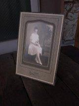 アンティーク 古い写真 アイオワ州ダベンポートの女性 3人目 店舗用装飾品 ビンテージ