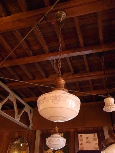 画像4: アンティーク 1920's ペア 柄付きミルクガラスシェード ペンダントランプ 1灯  OLD スクールハウスシーリング 2pcs set ビンテージ