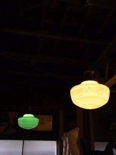 画像2: アンティーク 1920's ペア 柄付きミルクガラスシェード ペンダントランプ 1灯  OLD スクールハウスシーリング 2pcs set ビンテージ