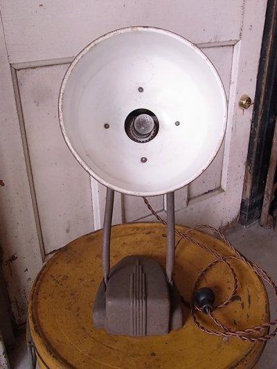 画像2: アンティーク マシーンエイジ アールデコ 1灯 インダストリアル スポットライト テーブルランプ メタルシェード ビンテージ
