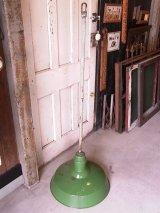 アンティーク 1920'S 30'S factory lamp salvage from Packard Automotive Plant インダストリアルシーリングライト ガスステーションランプ ホーローメタルシェード 琺瑯 ペンダントランプ 1灯 グリーン シャフト付 ビンテージ その7