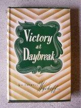 アンティーク 洋書 VICTORY AT DAYBREAK 1945 本 古書 Disney ビンテージ
