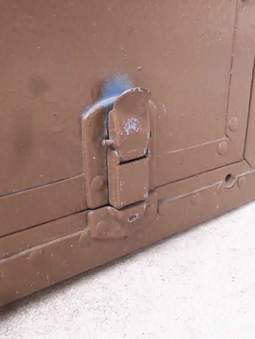 other photographs.2: アンティーク トランク 中型トランク スーツケース ブルー×ブラウン タテ開き コーヒーテーブルに ビンテージ