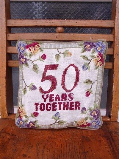 画像1: アンティーク ミニクッション 刺繍 金婚式 50 YEARS TOGETHER ヴィンテージ