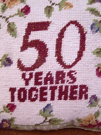 画像4: アンティーク ミニクッション 刺繍 金婚式 50 YEARS TOGETHER ヴィンテージ
