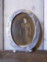 1900年前後 ビクトリアン オーバル 写真 カービング アルミフレーム ピクチャーフレーム ガラス無し ウォールオーナメント アンティーク ビンテージ