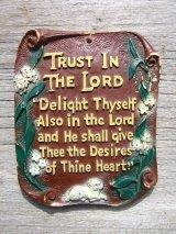 TRUST IN THE LORD... メッセージ 陶器 装飾 花柄 ウォールオーナメント 壁掛け アンティーク ビンテージ