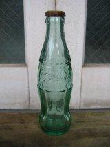 80'S エンボスボトル SODA BOTTLE ソーダボトル ポップボトル ガラス瓶 コカコーラ COKE 色つきガラス 王冠付き アンティーク ビンテージ
