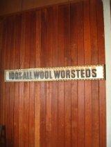 1920年代 バナー CLOTHING STORE アド 看板 100% ALL WOOL WORSTEDS ショップサイン ウッドフレーム 装飾付き 硬質厚紙 アンティーク ビンテージ