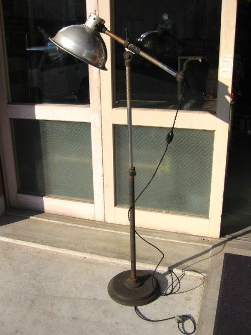 other photographs.2: 1930'S 1930年代 インダストリアルフロアランプ スポットライト アルミシェード スイッチ付 長さ 高さ 角度調整可能 アルミ アイアン 1灯 アンティーク ビンテージ