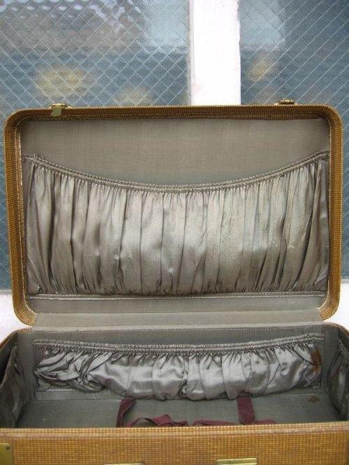 other photographs.2: 1940'S トランク american tourister luggage スーツケース クロコダイル ミントコンディション 店舗什器に アンティーク ビンテージ