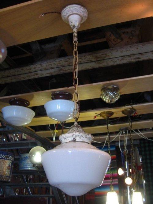 other photographs.2: スクールハウスシーリング 小型 ペンダントランプ ミルクガラスシェード 1灯 真鍮 アンティーク ビンテージ