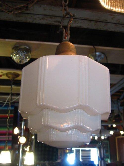 other photographs.1: スカイスクレイパーシェード アールデコ    ペンダントランプ ミルクガラスシェード 1灯 真鍮 アンティーク ビンテージ