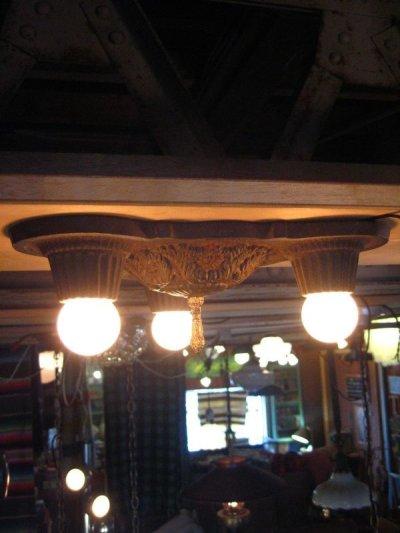 画像2: 1910's  20's    ビクトリアン フラッシュマウント シーリングランプ ベアバルブ 装飾 3灯 チャーム付き アイアン 鋳物 アンティーク ビンテージ