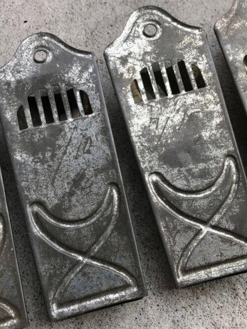 other photographs.1: 1930'S 40'S チーズグレーター おろしがね チーズ イタリアンレストラン プリミティブ primitive 装飾 メタル ディスプレイに アンティーク ビンテージ