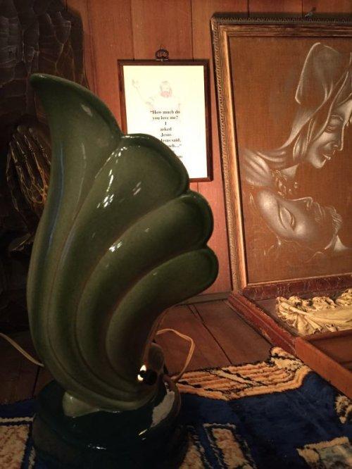 other photographs.1: 1940'S 50'S art deco マイアミデコ フロリダデコ トロピカル TIKI TVランプ テーブルランプ PORTABLE LAMP 間接照明 ナイトライト ムードランプ ティキ シェル 貝殻 1灯 陶器 アンティーク ビンテージ