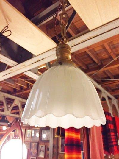 画像2: 1920'S 30'S ヘヴィーミルクガラスシェード スキャロップ柄 シーリングライト ペンダントライト 1灯 真鍮 アンティーク ビンテージ