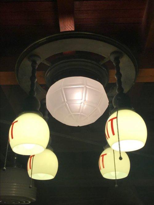 other photographs.2: 1890'S 1900'S 1910'S アーリーセンチュリー EXITランプ ライトサイン 誘導灯 イクジットライト シーリングライト フラッシュマウント 5灯 フロストガラス ミルクガラス シェード 真鍮 銅メッキ アンティーク ビンテージ