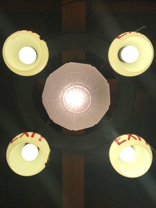 other photographs.3: 1890'S 1900'S 1910'S アーリーセンチュリー EXITランプ ライトサイン 誘導灯 イクジットライト シーリングライト フラッシュマウント 5灯 フロストガラス ミルクガラス シェード 真鍮 銅メッキ アンティーク ビンテージ