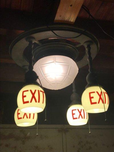 画像1: 1890'S 1900'S 1910'S アーリーセンチュリー EXITランプ ライトサイン 誘導灯 イクジットライト シーリングライト フラッシュマウント 5灯 フロストガラス ミルクガラス シェード 真鍮 銅メッキ アンティーク ビンテージ