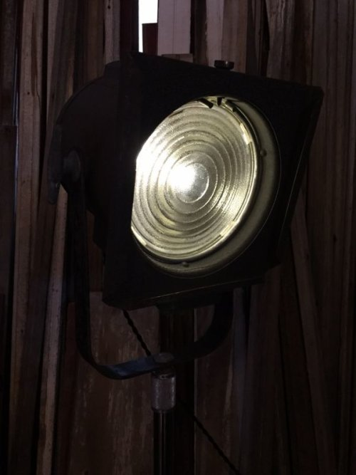 other photographs.1: 1940'S 50'S インダストリアル スポットライト サーチライト spot light search light 脚付 1灯 高さ調整 角度調整 スイベル アイアン ビンテージ