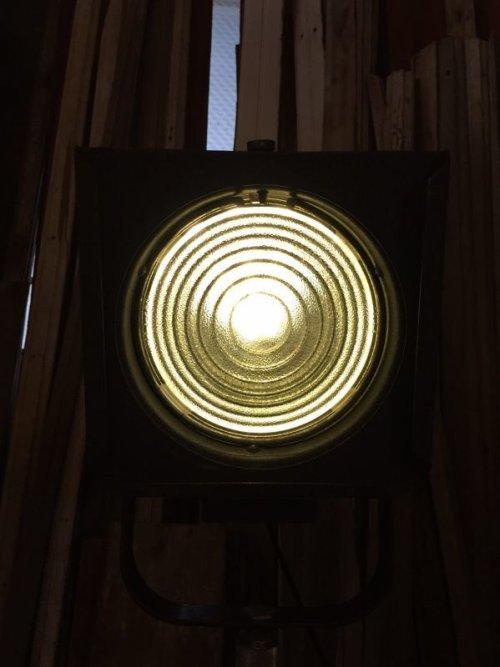 other photographs.3: 1940'S 50'S インダストリアル スポットライト サーチライト spot light search light 脚付 1灯 高さ調整 角度調整 スイベル アイアン ビンテージ