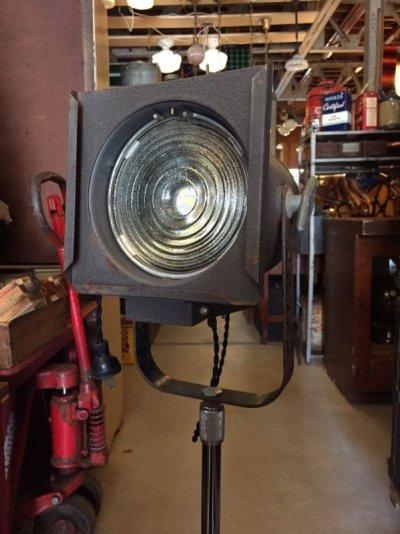 画像2: 1940'S 50'S インダストリアル スポットライト サーチライト spot light search light 脚付 1灯 高さ調整 角度調整 スイベル アイアン ビンテージ