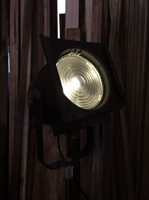 other photographs.2: 1940'S 50'S インダストリアル スポットライト サーチライト spot light search light 脚付 1灯 高さ調整 角度調整 スイベル アイアン ビンテージ