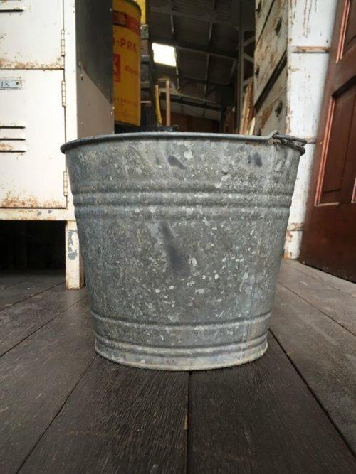 other photographs.2: 1930'S 40'S bucket トラッシュカン バケツ バケット シャビーシック FIRE ダストボックスなどに ブリキ アイアン ビンテージ アンティーク