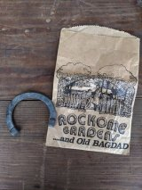 1950'S 60'S LUCKY CHARM HORSE SHOE ホースシュー 馬 蹄鉄 ROCKOME GARDENS ...and Old BAGDAD AMISH アーミッシュ テーマパーク 旅の思い出 メモリアル スーベニア スーベニール アドバタイジング ディスプレイ アンティーク ビンテージ