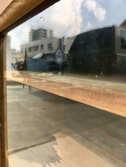 other photographs.1: 1880'S 90'S 1900'S 10'S カップボード 陳列棚 ウッドキャビネット ディスプレイケース ショーケース シャビーシック モールディング アーリーセンチュリー 19世紀 20世紀 ウッド ガラス アンティーク ビンテージ