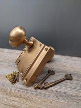 1920'S 30'S 40'S レア! マリン?! シップドア?! 真鍮 銅 ヘアラインフィニッシュ サーフェイスラッチバックセット オーバルハンドル  doorknob mortise lock ドアノブセット NOS デッドストック RIM LOCK SET ドアノブ ラッチ キャッチ スケルトンキー アンティーク ビンテージ