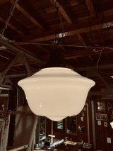 1920'S 30'S ミルクガラスシェード ペンダントランプ シーリングライト 1灯 スクールハウスシーリング 中型 アーツ&クラフツ シャビーシック スチール アイアン アンティーク ビンテージ