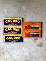 30'S 40'S 50'S フルーツクレート アド PEACH KING CALORO FRIUT & VEGETABLES ウッドボックスアドバタイシング 表紙 ペーパータイトル 刻印 プリント アドバタイシング タイポグラフィー デザインソースに アンティーク ビンテージ
